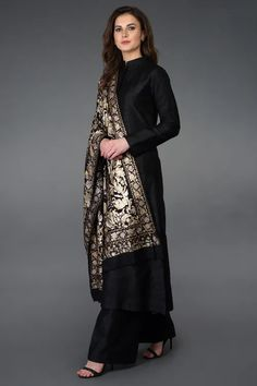 Masterpiece Jamawar Tilla Work Pure Pashmina Shawl with Suit Dress Indian Style, Indian Fashion Dresses, Indian Designer Outfits, Indian Outfits, Pakistani Designer Clothes, Indian Dresses For Women, Fashion Outfits, Silk Kurti Designs, Kurta Designs Women