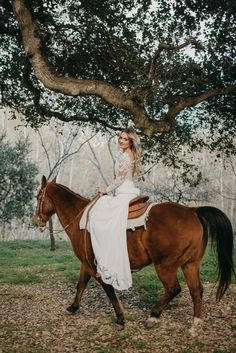 Our Desiree gown is an absolute dream for a boho wedding… But did you notice the matching lace trim on the train of the gown to tie in with the sleeves? 😍 At LVB we never compromise on quality. Boho Bride, Boho Wedding, Dream Wedding, Wedding Dresses For Girls, Country Wedding Dresses, Country Weddings, Wedding Photoshoot, Wedding Pictures, Horse Wedding Photos