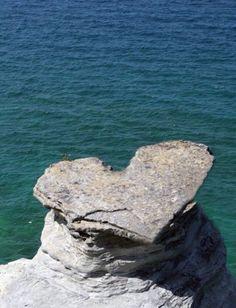 "La ""Nature""...Le ❤️ qui surplombe l'océan ..."