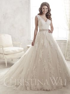 Beautiful Christina Wu gown for a princess moment. With a lace bodice and full tulle skirt, beaded belt at waist and lace applique skirt with lace hem.