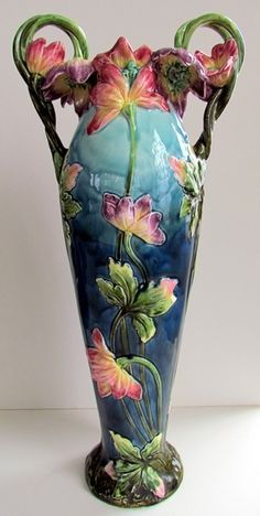 Majolica Vase with beautiful floral motif. Glazes For Pottery, Ceramic Pottery, Pottery Art, Ceramic Art, Goldscheider, Art Nouveau, Antique Pottery, Vintage Vases, Pottery Making