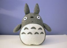 DIY Totoro - pattern and tutorial. Patró i tutorial per fer un Totoro :) Felt Diy, Felt Crafts, Diy Crafts, Craft Projects, Sewing Projects, Plush Pattern, Free Pattern, Crafty Craft, Diy Toys