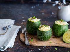 Runde Zucchini gefüllt mit Reis und Scamorza