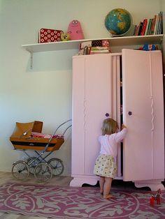 vintage child's room