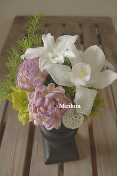 ランとハスのお供え花 。