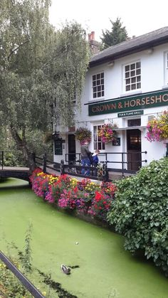 I drank here a looong time ago. Crown and Horseshoes Pub. British Pub, British Isles, British Travel, Enfield England, Uk Pub, Uk Photos, London Pubs, Best Cities, Paisajes