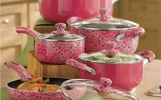 Love pink and want to enjoy it in the kitchen? Give your kitchen a totally feminine touch with those cool pink pots and pans. Pink Love, Pretty In Pink, Pink And Green, Pots And Pans Sets, I Believe In Pink, Pink Houses, Pot Sets, Fuchsia, Purple