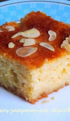 Quince pie with semolina – cretangastronomy. Greek Sweets, Greek Desserts, Greek Recipes, Quince Pie, Greek Cake, Sweet Pie, Sweets Cake, Yummy Cakes, How To Make Cake