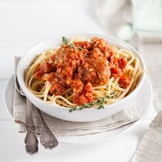Pasta and Meatballs with Tomato Sauce (scroll down for recipe in English)