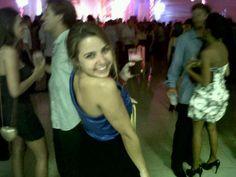 @Bruna Pires vestindo blusa de cetim azul klein! #blue #klein #bic #girl #satin
