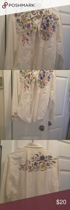Ol' Paint Women's Long Sleeve Button Up Shirt New without tags. Such pretty flowers adorn the Shoulder area on the front and back. Shirt is called Ol' Paint by Cricket. Check out my closet for many tantalizing goodies. cricket Tops Button Down Shirts