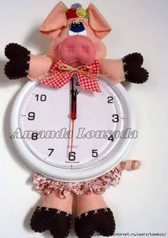 Artes de Amanda: Porquinha no Relógio - Programa Sabor de Vida Christmas Clock, Christmas Crafts, Christmas Ideas, Farm Crafts, Home Crafts, Handmade Crafts, Diy And Crafts, Grandparents Day Gifts, Felt Flowers