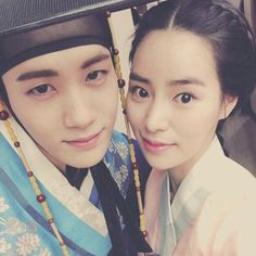 'High Society' stars Lim Ji-yeon and Hyung Sik take selfie together in traditional clothing @ HanCinema :: The Korean Movie and Drama Database