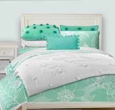 I am in love with this bedding not to mention mint green is my favorite color!
