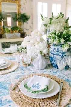 Style Profile: Amy Berry - The Glam Pad Dinner Table, A Table, Southern Baby Showers, Dyi, Luxury Nursery, Home Modern, Easter Table Settings, Tuscan Design, Tuscan Style