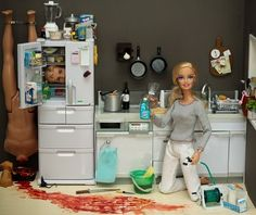 serial killer barbie - Dexter inspired images from Mariel Clayton. And now Mariel Clayton has inspired me. Barbie Kills Ken, Barbie Et Ken, Bad Barbie, Barbie Barbie, Barbie Style, Ken Doll, Hello Barbie, Barbie 2000, Barbie Sets