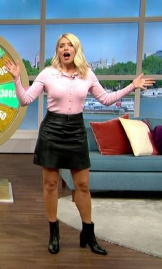 Holly Willoughby, Tv Presenters, Leather Skirt, Beautiful Females, Celebs, Foxes, Dune, Short Skirts, High Heels