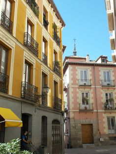 Esquinas Austria, Going Home, Spain, Multi Story Building, Places, Facades, Cities, Art, Architecture