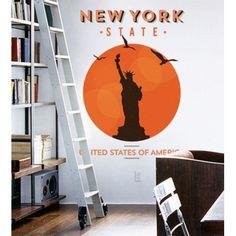 Mettez une touche #vintage à votre décor avec ce #Sticker #mural #New #York, dont le grand format et les couleurs donneront un style #unique à vos #murs, une véritable alternative aux #posters traditionnels.