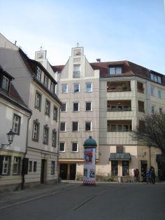 Postmoderne Plattenbau, Links Gaststätte Zum Nußbaum, Nikolaiviertel