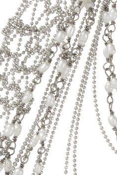 Magnetic clasp fastening Comes in a tie-fastening pouch Freshwater pearls: China Made in Italy