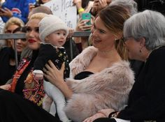 Behati Prinsloo's Daughter Makes First Public Appearance As Adam Levine Receives Hollywood Walk Of Fame Star Hollywood Walk Of Fame, Behati Prinsloo Baby, Dusty Rose Levine, Songs About Jane, Adam And Behati, Kool Kids, Beauty And Fashion, Child Smile, Kids Choice Award