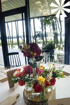 Dekoracje w stylu eco Table Decorations, Furniture, Home Decor, Style, Swag, Decoration Home, Room Decor, Home Furnishings, Home Interior Design