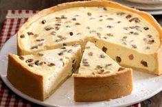 Německý tvarohový koláč s rozinkami Sweet Desserts, Sweet Recipes, Delicious Desserts, Good Food, Yummy Food, Czech Recipes, Desert Recipes, Cheesecake Recipes, Baking Recipes