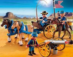 PLAYMOBIL 5249 Soldats américains avec canon  - marque : PLAYMOBIL Les soldats américains (PLAYMOBIL n Grad 5249) sont sur le chemin du grand fort.  Les chevaux tirent la charrette où se trouvent 4 projectiles. Le canon est attelé à l'ar... prix : 22,99 €  chez MyToys.fr #PLAYMOBIL #MyToys.fr