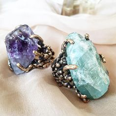 Aquamarine is the stone of courage and protection Raw Gemstone Jewelry, Healing Crystal Jewelry, Rose Quartz Ring, Labradorite Ring, Chakra Crystals, Crystal Meanings, Heart Chakra, Crystals And Gemstones, Metals