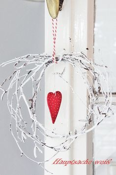 Valentine or Christmas Valentines Bricolage, Valentine Crafts, Holiday Crafts, Holiday Decor, Twig Crafts, Heart Crafts, Diy And Crafts, Christmas Time, Christmas Wreaths