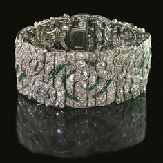 Now who wouldn't like this Deco bauble? Art Deco Diamond and Emerald Bracelet ~ 1930 ~ Auger Frères nfs Emerald Bracelet, Diamond Bracelets, Jewelry Bracelets, Jewellery, Bangles, Bijoux Art Deco, Art Deco Jewelry, Fine Jewelry, Art Nouveau