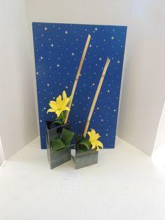 Spatial Thrust Club Design, Garden Club, Arte Floral, Flower Show, Floral Designs, Ikebana, Flower Crafts, Lilies, Landscape Art