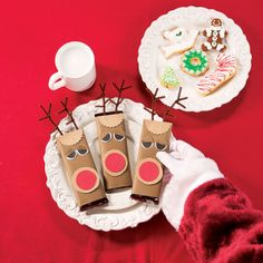 He's had Christmas cookies everywhere else, so why not set out a special surprise for Santa Claus on Christmas Eve with these Reindeer Candy Bar covers? Christmas Makes, Winter Christmas, Christmas Ideas, Christmas Stuff, Merry Christmas, Christmas Decorations, Holiday Crafts, Holiday Fun, Holiday Ideas