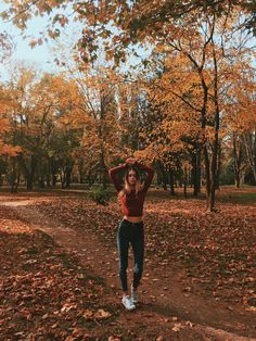 Model Poses Photography, Autumn Photography, Picture Poses, Photo Poses, Sister Photos, Artsy Photos, Girl Photo Shoots, Autumn Aesthetic, Selfie Poses