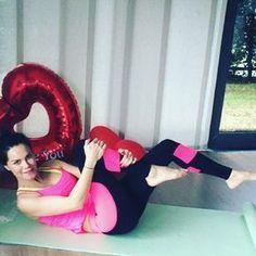 """""""Tüm karın kaslarını calıstıran super bir egzersiz geliyorrrr ❤️Hemen deneyinnn ♥️12❌2 set Karın ödeminide indiren muthis bir egzersiz  #abs…"""""""