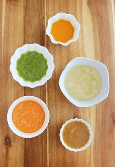 8 Easy Homemade Baby Purées: First Foods – Eight nutritious, wholesome (and incredibly quick & easy) baby food recipes are fresh on the table for your little one! Along with all the best products and tips I found helpful for preparing, storing and feeding baby. | thecomfortofcooking.com