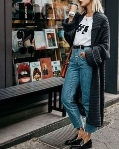 Street style · look tricot + calça casual outfits, dress outfits, fashion outfits, fashion ideas, Dress Outfits, Cardigan Outfits, Long Cardigan, Women's Fashion Dresses, Rachel Green Outfits, Rachel Green Style, Jeans Casual, Lässigen Jeans, Mom Jeans