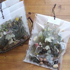Flower Packaging, Tea Packaging, Dried Flower Bouquet, Dried Flowers, Handmade Decorations, Flower Decorations, Flower Aesthetic, How To Preserve Flowers, Packaging Design Inspiration