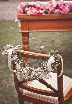hangend langs stoel