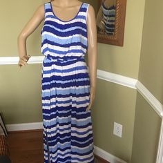 Great fitting Dress Long dress great for summer evenings one side slip to knee elastic waist and tie belt great for traveling rolls nice for carry on Vineyard Vines Dresses Maxi
