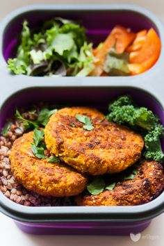 Carrot and white bean burgers. Raw Food Recipes, Veggie Recipes, Diet Recipes, Vegetarian Recipes, Healthy Recipes, Vegetarian Diets, Vegan Food, Clean Eating, Healthy Eating