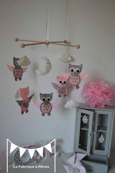 mobile enfant bébé fille nuage étoiles hiboux chouettes gris rose blanc Theme Halloween, Gris Rose, Origami, Dolls, Children, Illustrations, Inspiration, House, Owl Bird