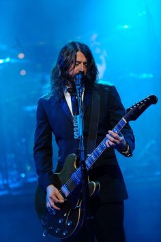 Dave Grohl. In a suit. Yum.