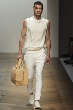 Hao Yun Xiang for Daks Fashion Poses, Fashion News, Queer Fashion, Milan Fashion, Men Looks, Unisex Looks, Asian Male Model, Mens Fashion Summer Outfits, Casual Wear For Men