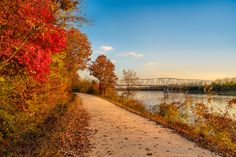 A southern Midwestern state in the US, Missouri is sprawling with grassy plains and the forests of the Ozark Mountains. Deeply steeped in the history of the westward expansion, the state is filled with parks, outdoor activities, historic places and museums awaiting your visit.  Head out to explore