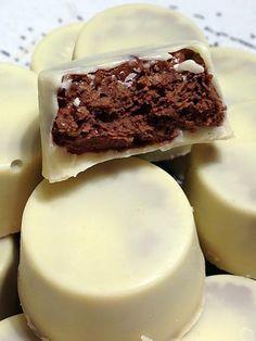 La meilleure recette de Chocolats blancs fourrés nutella et crêpes dentelles! L'essayer, c'est l'adopter! 5.0/5 (1 vote), 2 Commentaires. Ingrédients: 400g de chocolat blanc 300g de nutella 10 crêpes dentelles