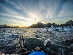 Photo-spectaculaire-de-Fjords-de-norvège-shot-of-a-kayak-17