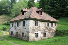 eladó öreg kőház European House, Good House, Pergola, Cabin, Traditional, Mansions, House Styles, Modern, Home Decor
