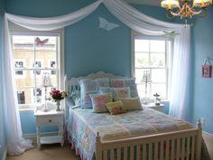 schlafzimmer deko ideen hellblaue wandfarbe mädchenzimmer schmetterlinge